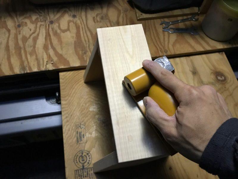 DIY ヒノキ 子供用スツール サンディング